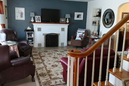 Lovely home close to airport - Montoursville - 独立屋