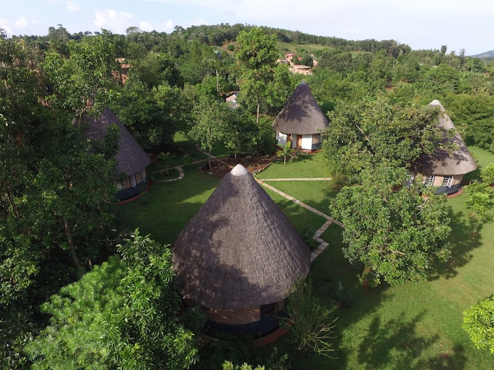 Tusubira village cottages