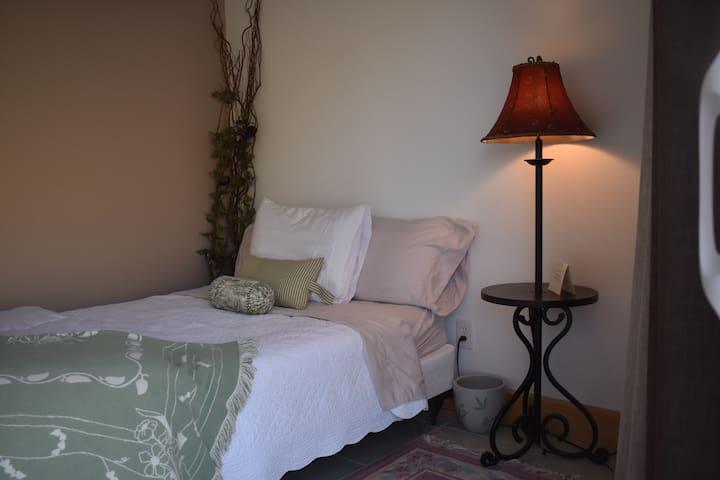 Tygh Ridge Lodge -  Lilac Guest Sleeping Room