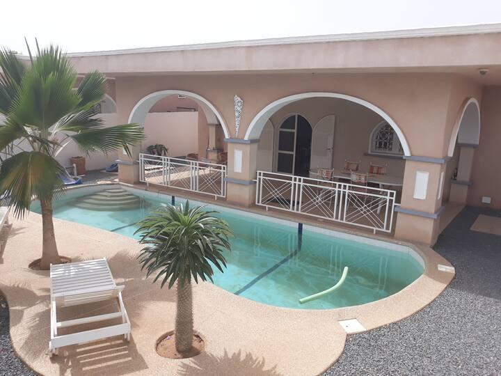 villa européenne avec piscine
