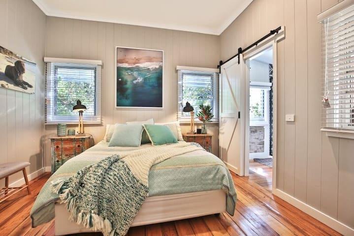 Sumptuous King Bed Plus Quality Linens