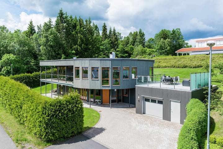 Large modern house 15 minutes from Jönköping