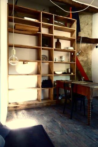 Studio dans un bâti historique du 14ème siècle