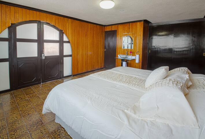Cholula Rooms - Wood Room - King Size (side view)