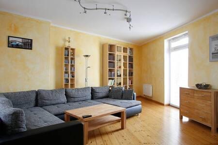 Schickes ruhiges Zimmer in sehr guter Lage