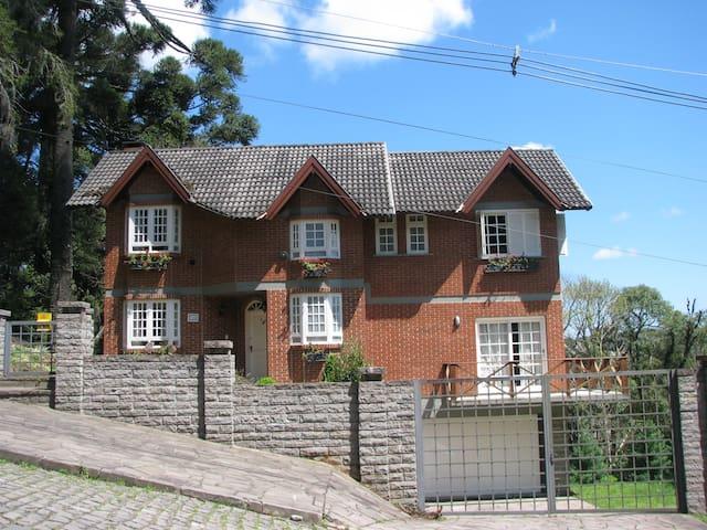 Casa Completa Condomínio Fechado - Canela - Condominium