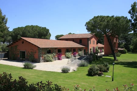 2br apt in country house shared pool and patio (L) - Roma