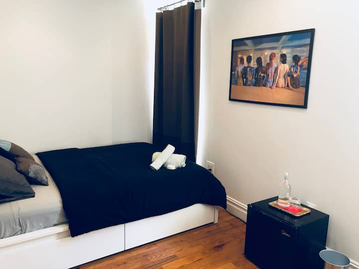 Gorgeous Room steps from 4,5,6 trains and C.Park !