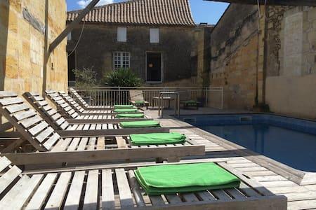 """Chambre """"Margaux"""" équipée - 10mn de St-Emilion - Castillon-la-Bataille - 家庭式旅館"""