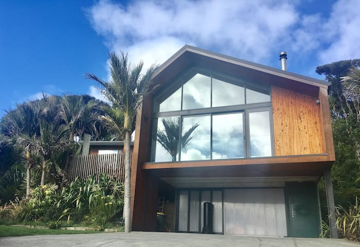 Beautiful Architect Designed Muriwai Beach House
