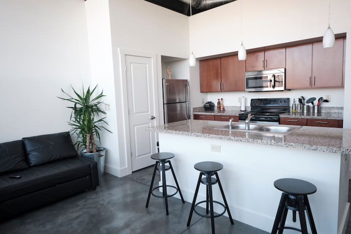 Luxury Loft in Heart Of Downtown Indy Great View!