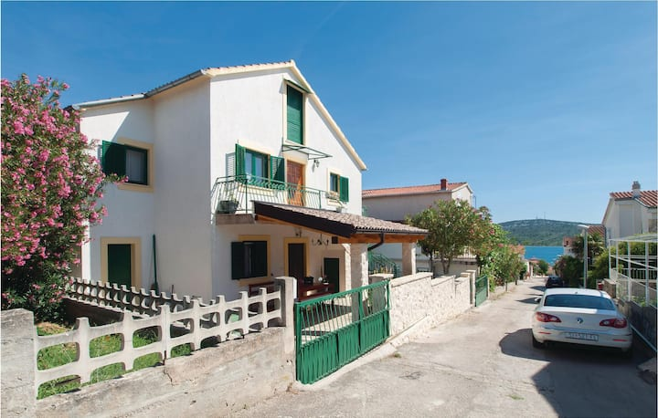 Beautiful home in Pirovac with WiFi and 3 Bedrooms