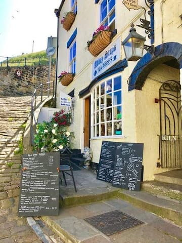 Abbey Steps Tea Rooms & Guest House