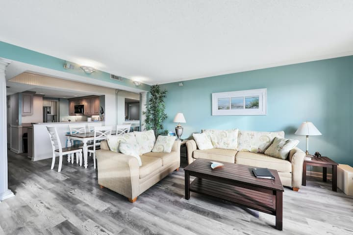Beautiful home near beach w/views of the Atlantic from private balcony!