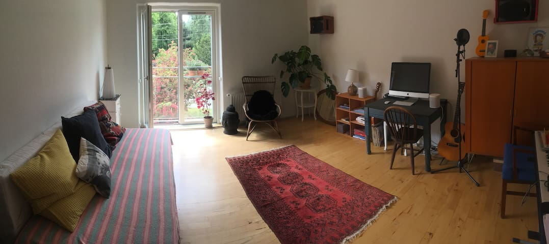 Gorgeous, big bright room in the vibrant Nørrebro