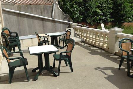 """Chambre d'hôte CERISE du """"Verger de Fred"""""""