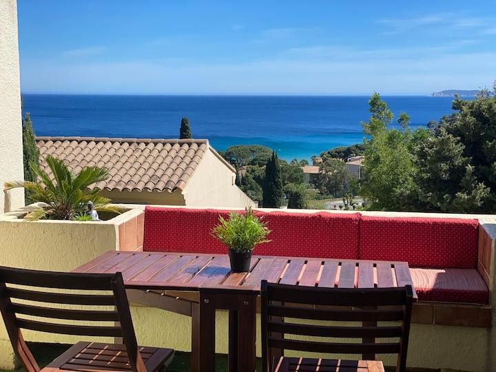 Studio Vue mer + terrasse calme à 400m de la plage