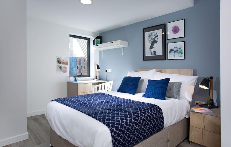 4 bedroom apartment, St James St, Week2Week