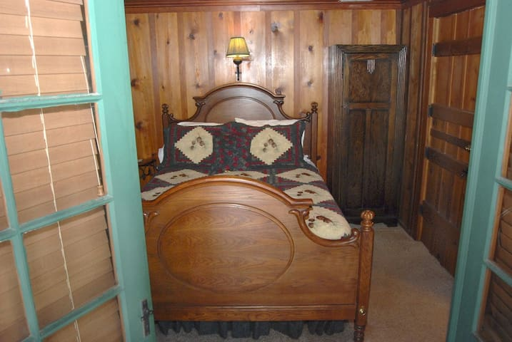 Timberwolf room in Rocky Mountain Lodge B&B - Cascade-Chipita Park - Bed & Breakfast