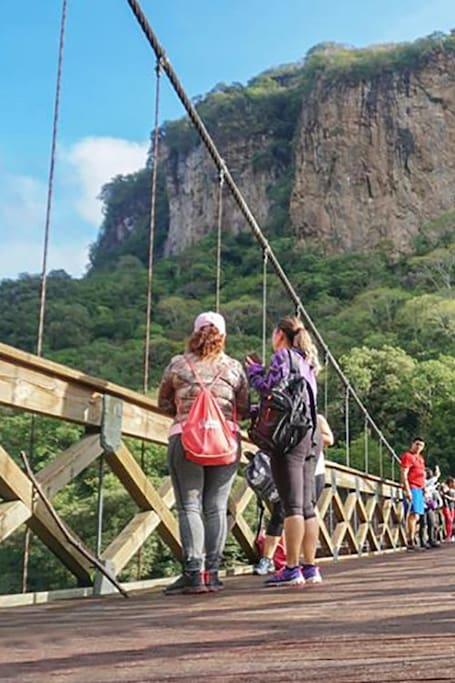 El puente colgante de Arcediano