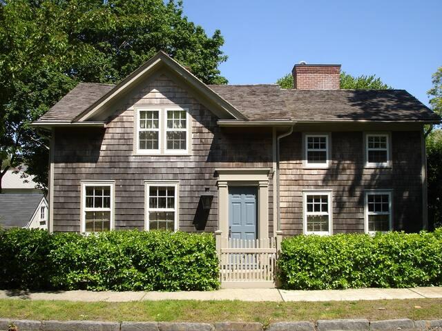 Charming historic whaler's cottage