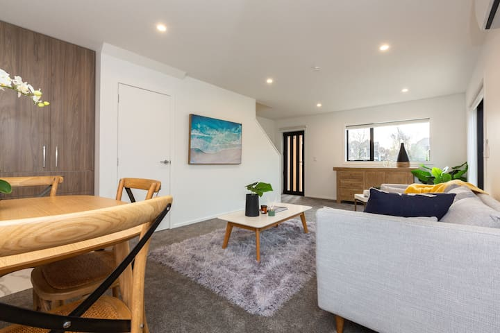 Modern Central Two Bedroom Townhouse