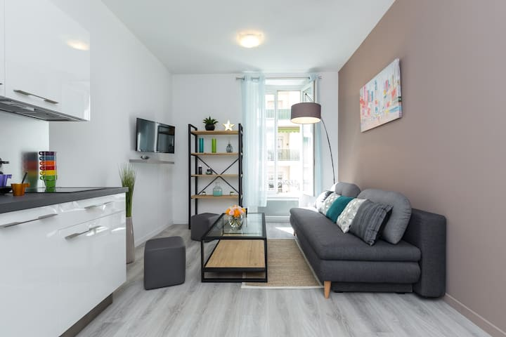 Stylish flat next to Nice port