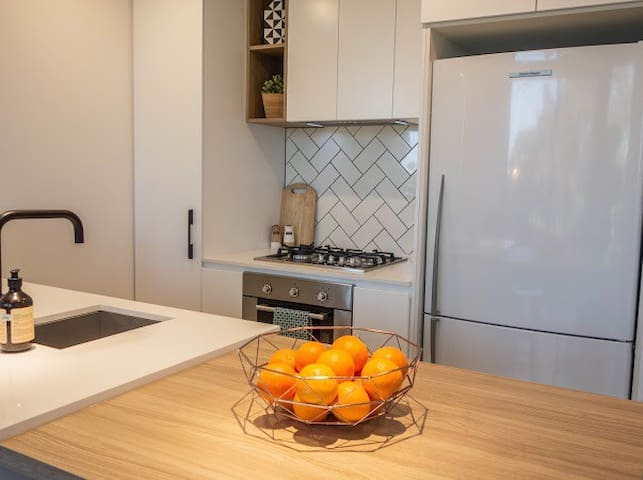 >Brand new<2bed•2bath•carspot in trendy Yarraville