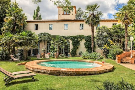 Nice apartment in villa for 2 people with pool, WIFI, TV and parking, close to Montepulciano
