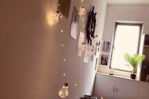卧室(1)一角,复古装饰。具体点击我的头像查看我的房源:标题为【英伦风】