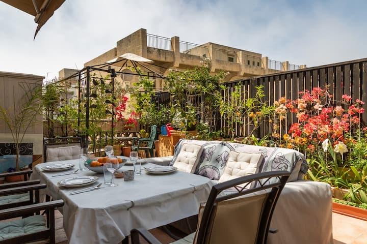 Amazing Penthouse 1BR with terrace Off Neve tzedek
