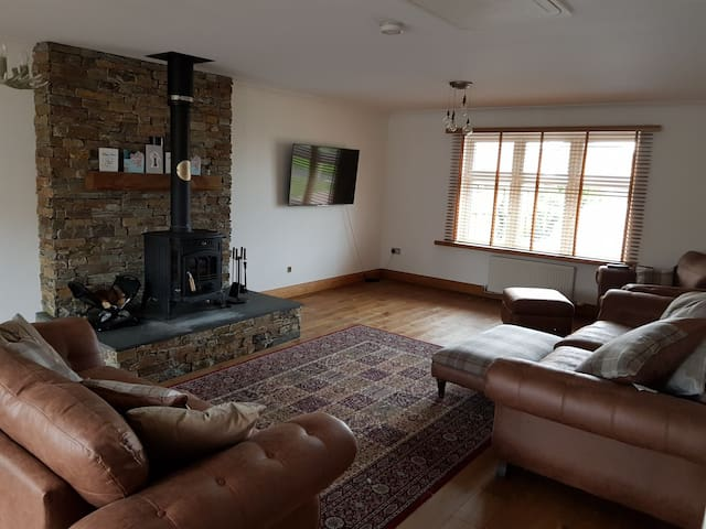 Cosy luxurious home with log burner and diningroom