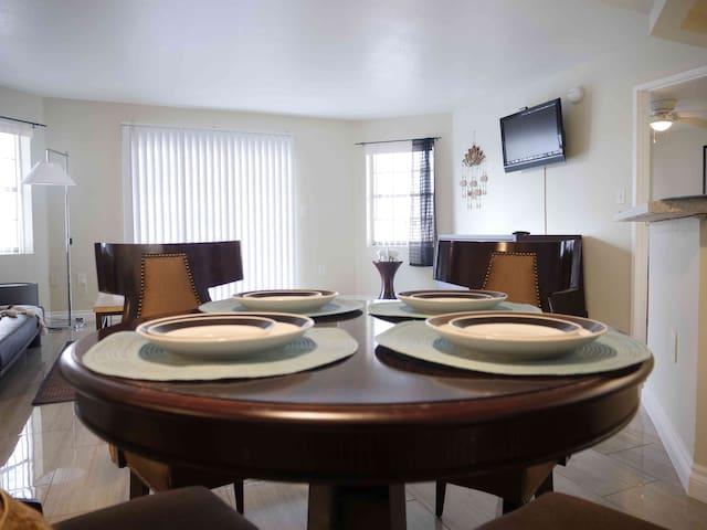 (C023) Relaxing 2b/2b apartment, Mins from Strip!!