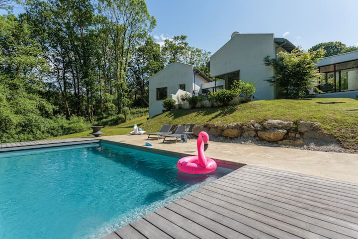 FREEBIRDS•KEYWEEK Villa with heated pool in the forest close to Biarritz
