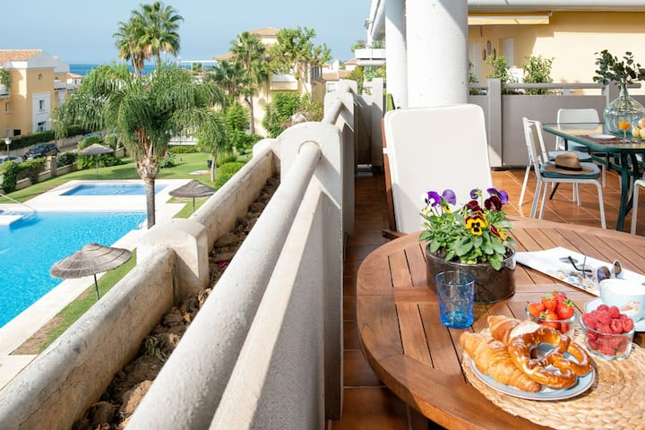 First line golf apartment in Cabopino