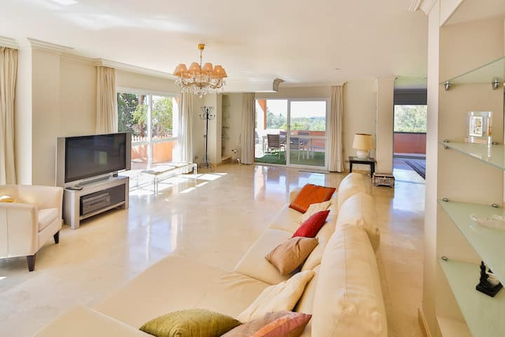 Luxurious 500m2 Property With 3 Floors and 3 Terraces in Marbella (LOM)