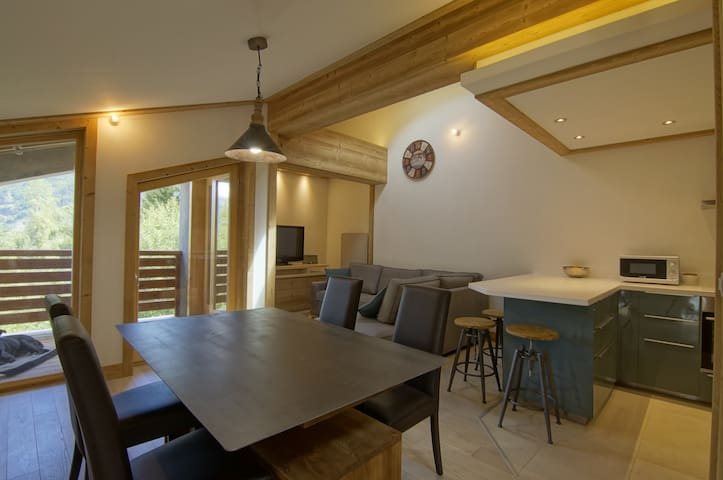 Modern and Homely apartment next to the slopes!