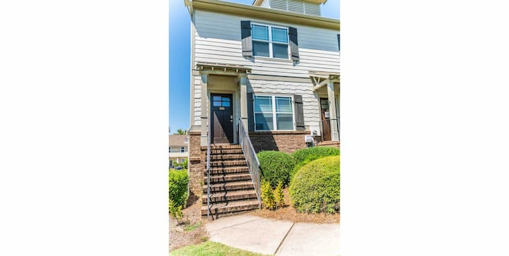2BR/2.5BA Townhome on the east side of Athens