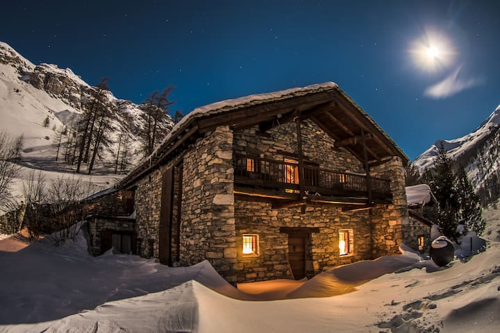Beautiful Chalet on te slopes at Val d'Isère