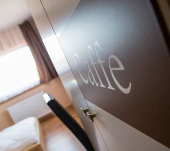 Nice room with breakfast close to the airport. - Gyál