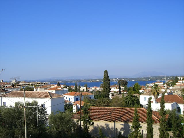 House near OldHarbor - Spetses