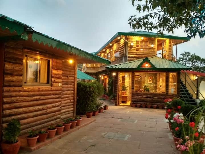 Luxury Homestay Jharipani Castle(3 seperate rooms)