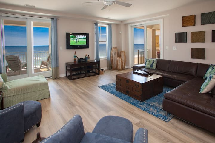 B307 Adam's Escape: Superb Styling, Amenities and Finishes Adorn This 3 Bedroom Oceanside Unit