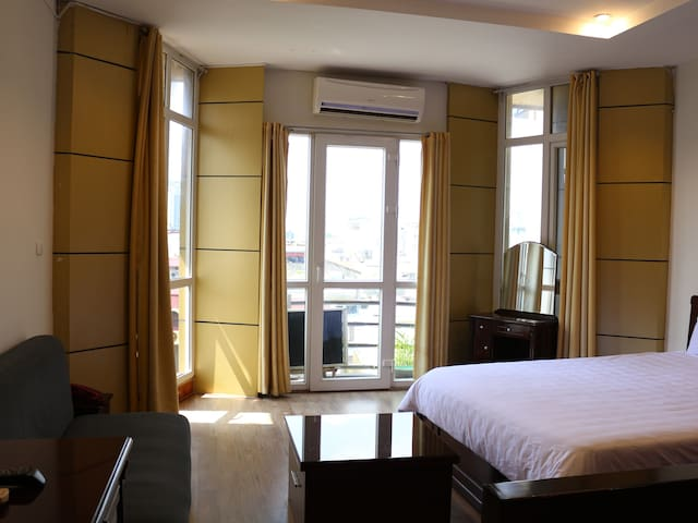 A802 Balcony Serviced Apartment - Free Laundry - กรุงฮานอย