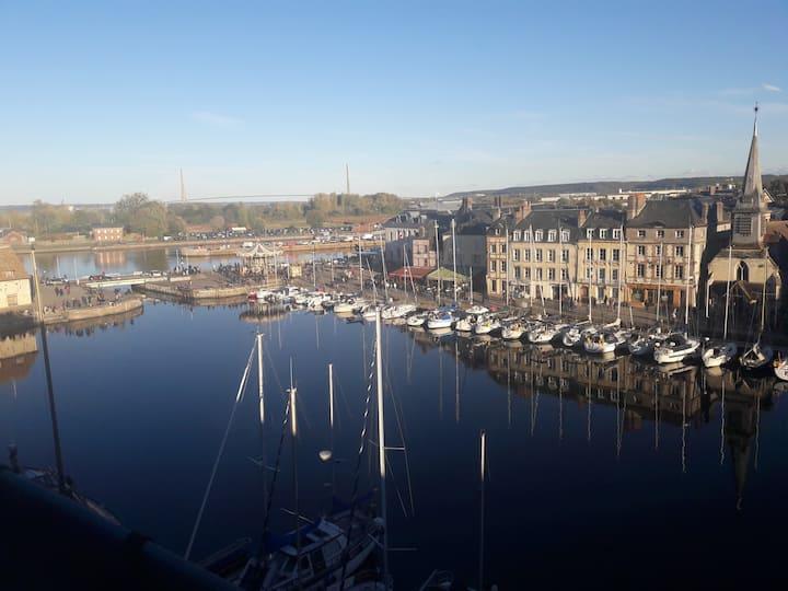Joli et spacieux studio dominant le vieux port