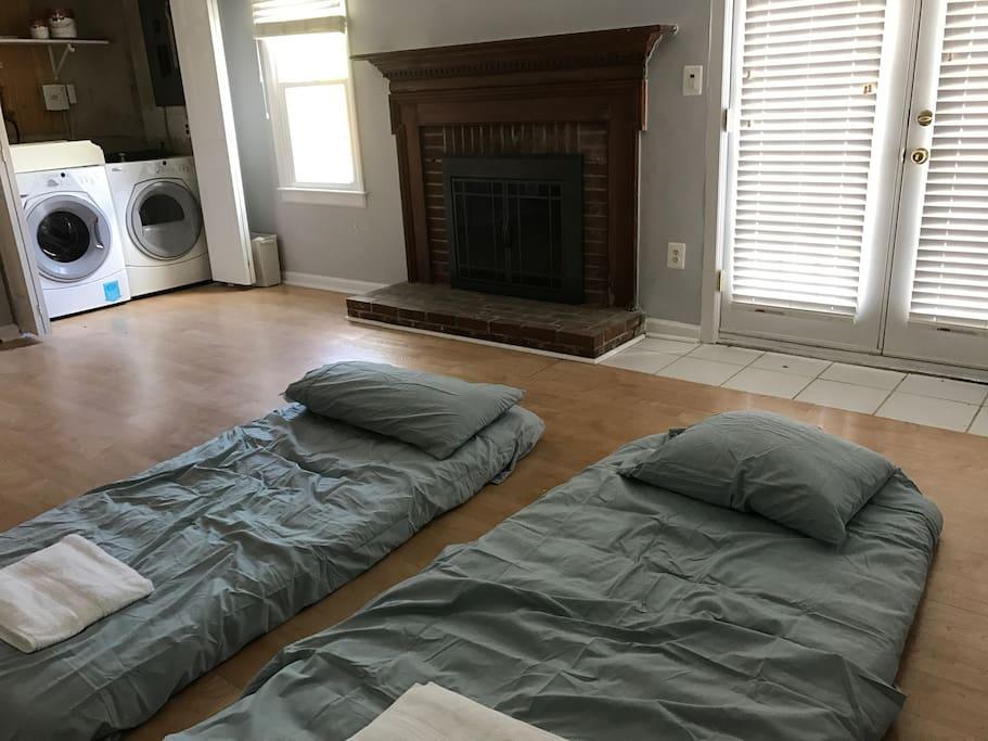 Common room with 2 twin floor mattress