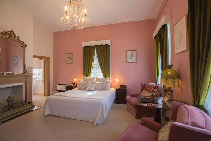 The Racecourse Inn - downstairs King spa room. - Longford - B&B/民宿/ペンション