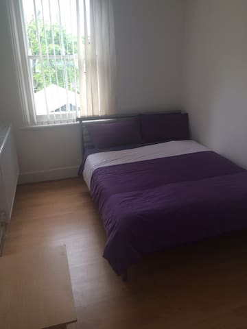 Double bedroom 2mins frm tube st/R4