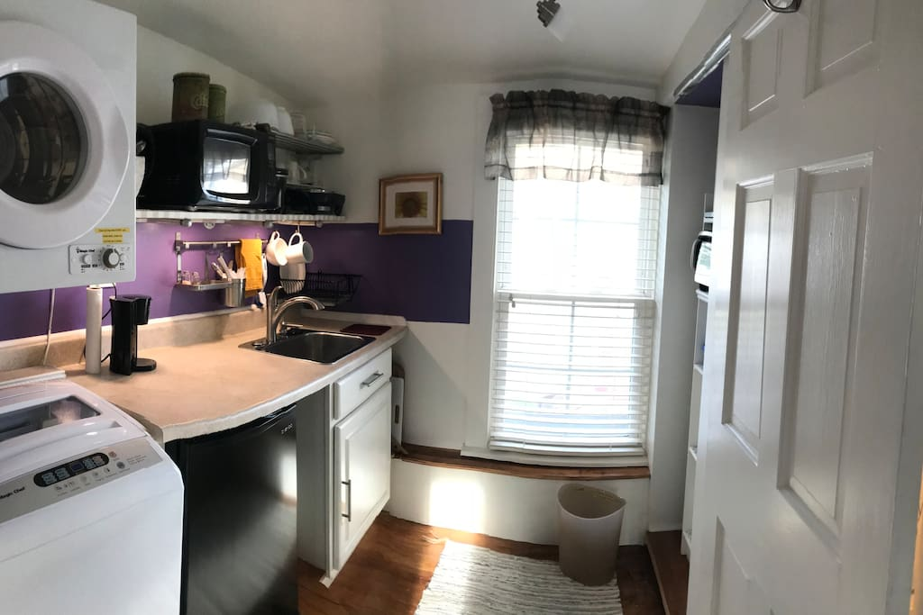 Kitchenette appliances include: refrigerator, microwave, toaster oven, coffee maker, electric frying pan and crock pot.  Basic cooking utensils and dish ware included too.  Notice the washer/dryer ... handy!  P.S. The counter is level (pic distorted somehow)