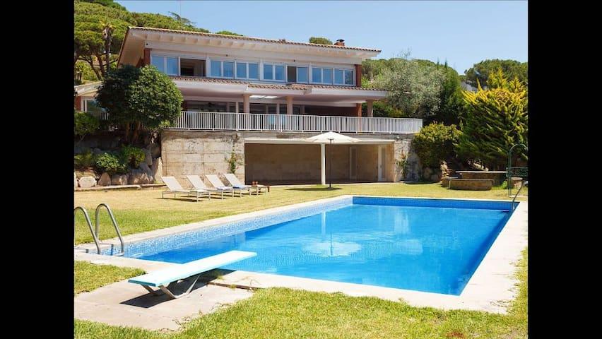 BIG CUTE BEACH VILLA - Sant Andreu de Llavaneres - House